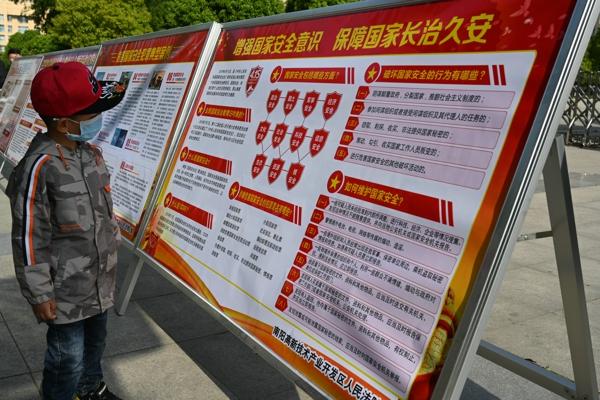 南阳高新区法院积极开展国家安全日普法宣传活动