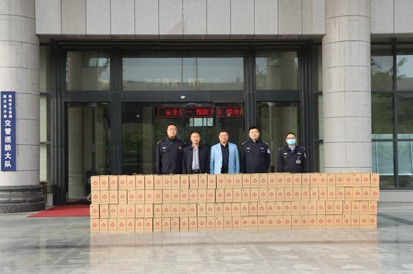 新郑郑银村镇银行:看望慰问交管巡防一线干警