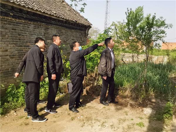 邓州法院院长杨俊华深入彭桥检查指导脱贫攻坚工作