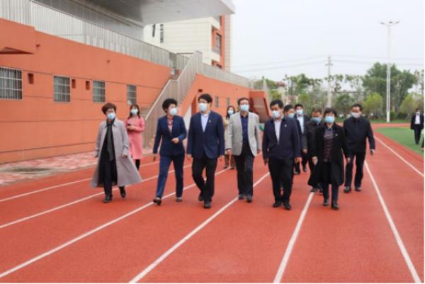 河南省教育厅党组书记、厅长郑邦山莅临南阳市第二完全学校指导工作