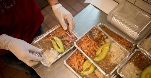 美味又营养!纽约餐吧为医护人员提供免费午餐支援抗疫