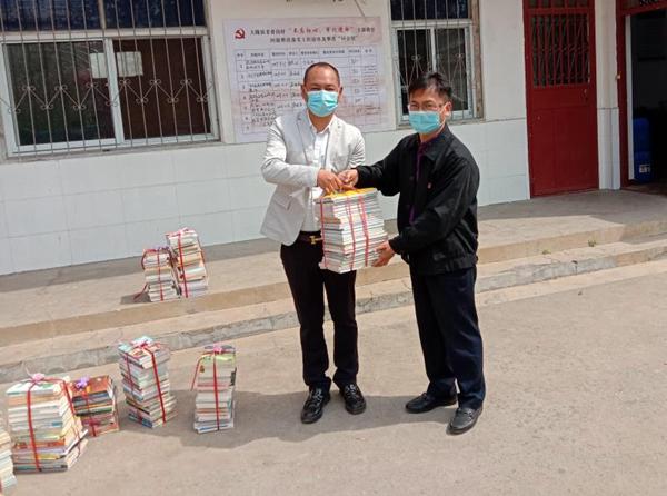 郑州市市场监管局驻新密老耆沟村工作队联合爱心企业助力开学复课