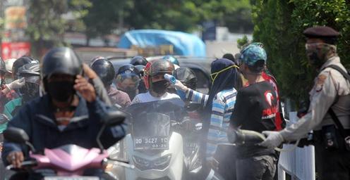 印尼望加锡:街头消毒防疫