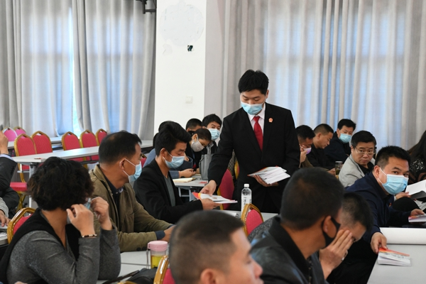 """唐河县法院:""""青年法官讲师团""""进乡镇,""""学法用法套餐""""送上门"""