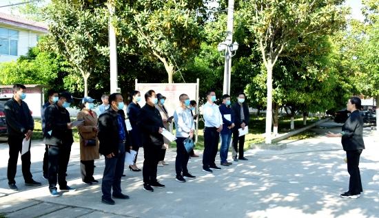 驻马店:正阳县永兴镇组织人大代表观摩农村人居环境