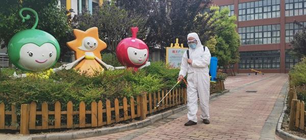 创建最美校园   只为迎接出彩的你——郑州高新区外国语小学开展复学校园环境治理消杀工作