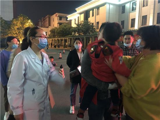 """【社区战""""疫""""】郑州二七区应急管理局:疫情无情人间有爱 当好群众贴心人"""