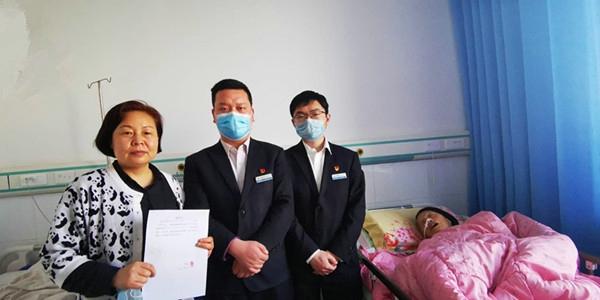 中原银行方城支行上门服务生病住院老人获称赞