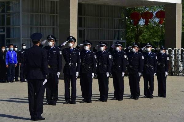 邓州市公安局举办全警实战大练兵第一期兼职教官培训班汇报演练