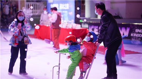 """""""为爱新生 破冰之旅""""银基冰雪世界致敬抗疫战士 三类人群全年免费游"""