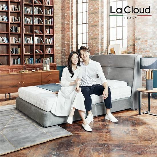 甜蜜!Rain金泰熙夫妇合体拍摄写真 夫妻二人同框画面超温馨