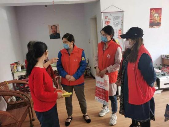 郑州市二七区:呵护环境卫生,关怀患者人心