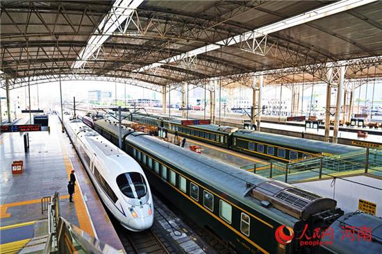 """""""五一""""郑州铁路送客27.5万人 创春节以来单日旅客发送量新高"""