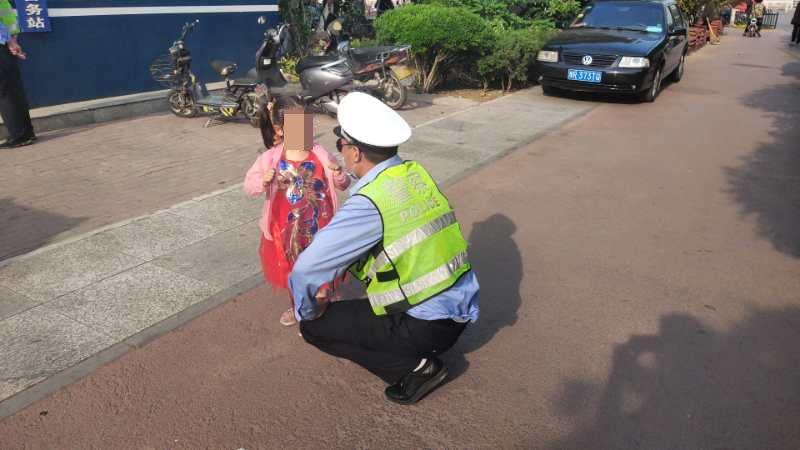 邓州交警三来电助女童回家