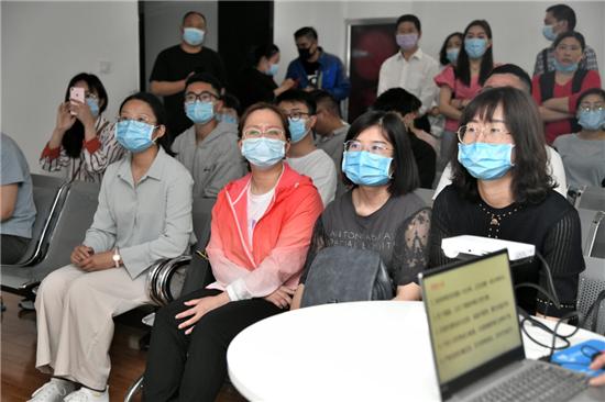 焦作尖峰眼科医院免费为多名援鄂医护人员进行全飞秒激光近视矫正手术