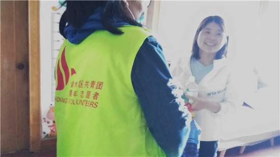 """郑州南阳路街道丰乐社区开展""""青春关怀""""志愿活动"""