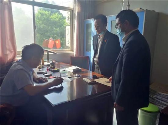 """济源市人民法院执行干警:""""五一""""假期奋战42小时执行到位418头生猪"""