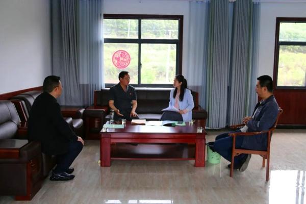 南召法院党组书记、代院长吴运广走访全国人大代表