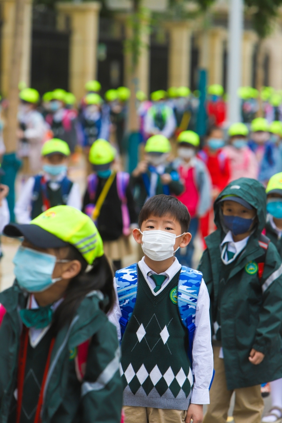 【郑在现场】郑州全市小学今日返校复学 错峰入校安检严格有序