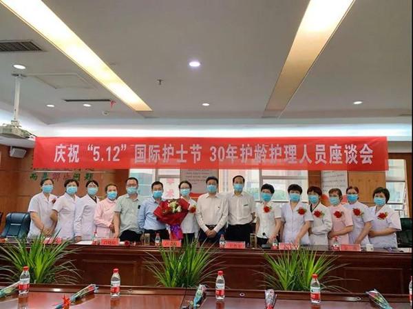 邓州市中心医院:护士节里别样的座谈会