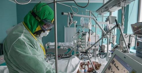 俄罗斯新冠确诊病例超25万 俄单日新增病例数首次低于1万例