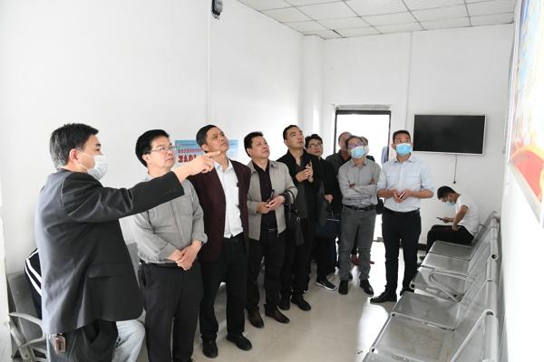 新野县委政法委率队到唐河县道交一体化处理中心考察交流