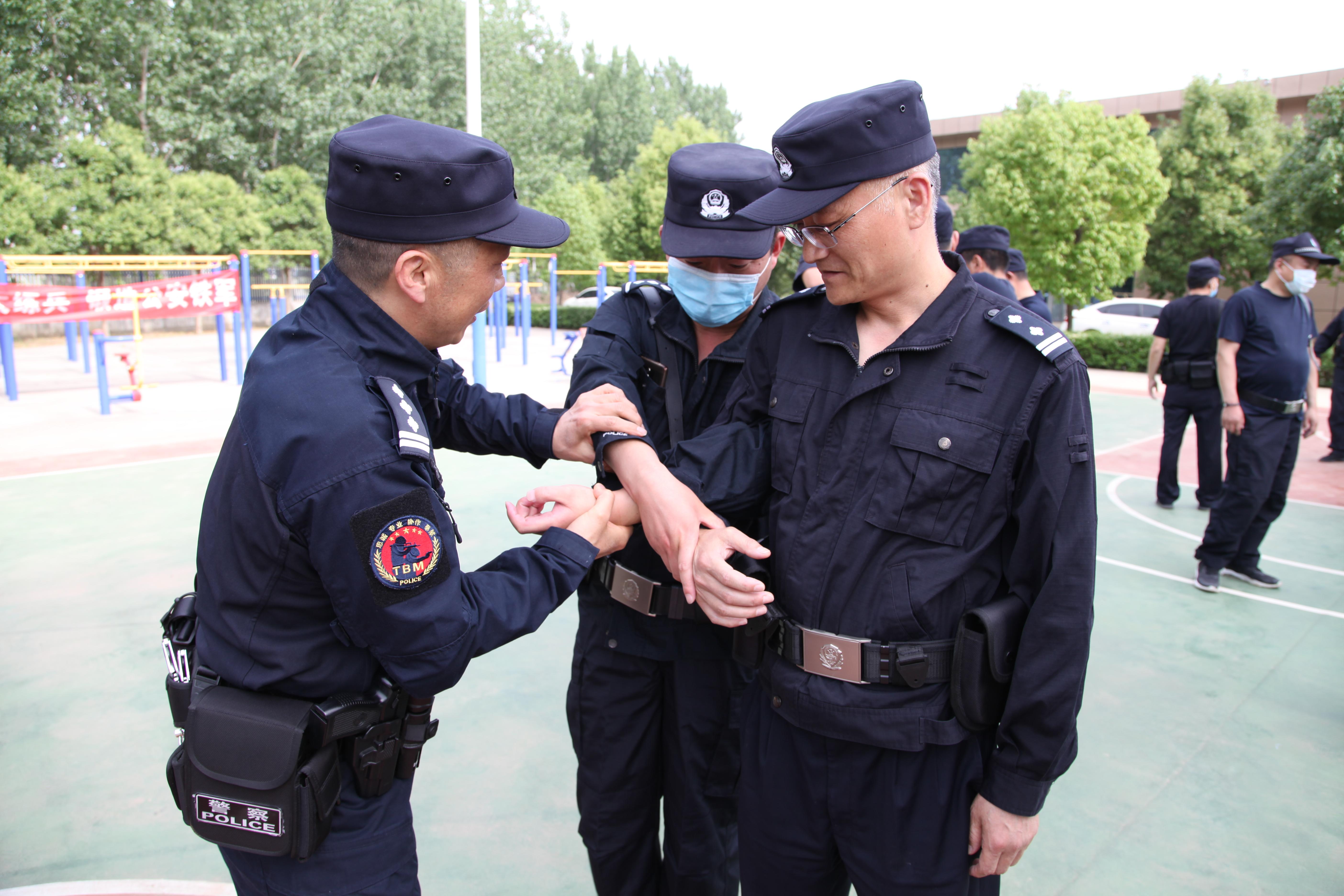 驻马店市局实战教官团开展送教下基层活动走进汝南县公安局