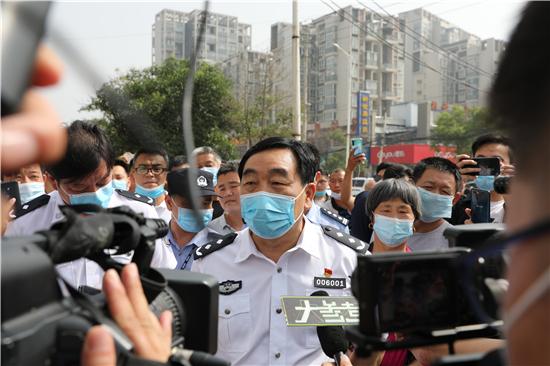 郑州警方60小时快速侦破特大盗窃黄金店案件