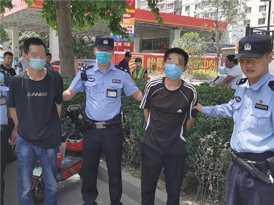 """郑州街头上演警察飞车擒贼""""大片"""" """"天眼""""拍下全过程"""