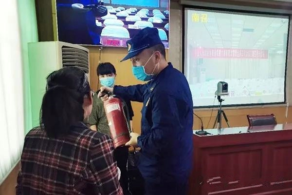 """南阳消防救援支队护航全市""""两会""""消防安全"""