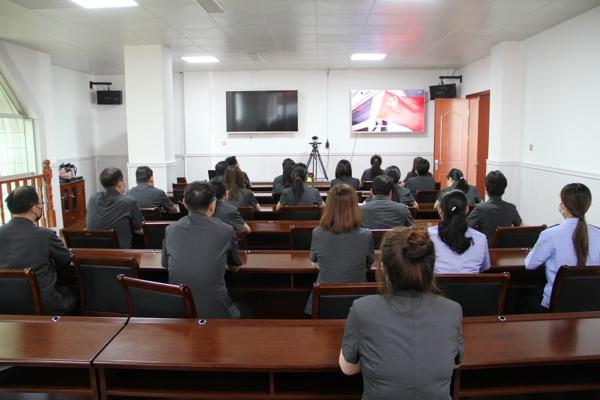 南阳市卧龙区法院组织干警观看电视政论片《雄关》