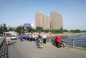 邓州市城警大队清理违停保畅通