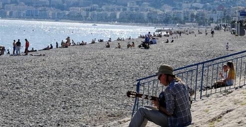 逐步开放!疫情下的法国尼斯海滩