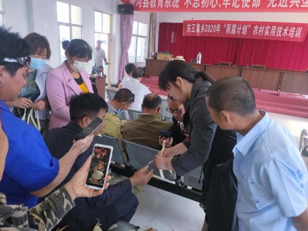 """唐河县东王集乡:技能培训按下脱贫""""快进键"""""""