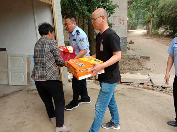 邓州:龙堰派出所积极开展脱贫攻坚帮扶工作