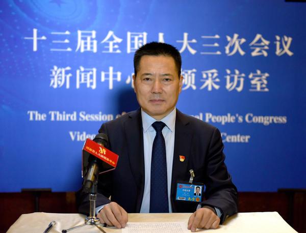 河南代表团进行第一次新闻发布
