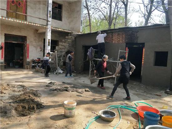 周口太康县自然资源局王德中:自掏腰包1.3万元,提高贫困户生活水平