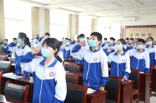 邓州公安联合多部门走进雪垠中学宣传防溺水