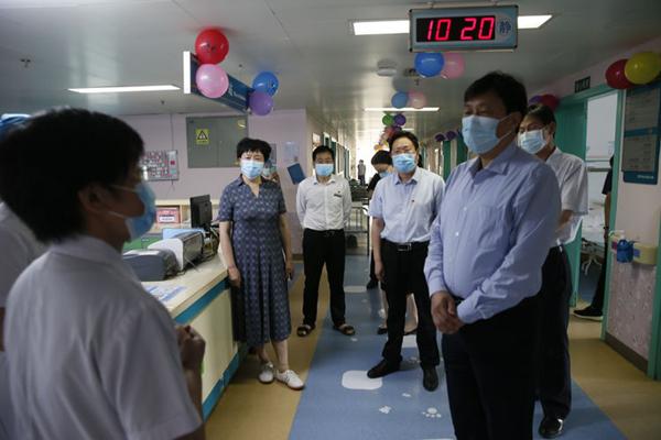 省残联领导到邓州市中心医院调研残疾儿童康复工作