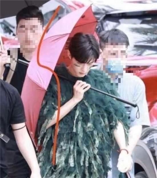 肖战在三亚录制《青春环游记》的现场路透曝光 状态不错