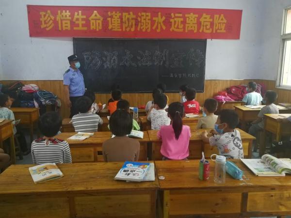 邓州:张楼派出所走进校园开展防溺水安全教育