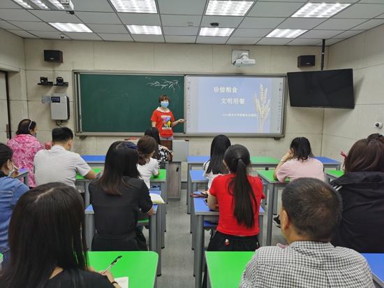 爱你,从做好午餐服务开始  郑州管城区南关小学召开教职工就餐礼仪课程培训会