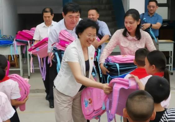 助力扶贫 关爱儿童  驻马店市政协委员在行动