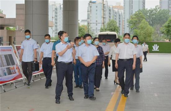 驻马店市市委书记陈星走访慰问市实验小学师生