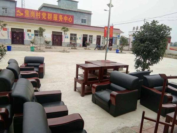 唐河县招商局向源潭镇结对帮扶村捐赠办公用品