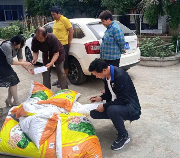 唐河县滨河街道:免费发放种子助力群众致富奔小康