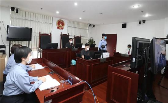 女子上海火车站抢2岁女童获刑一年半