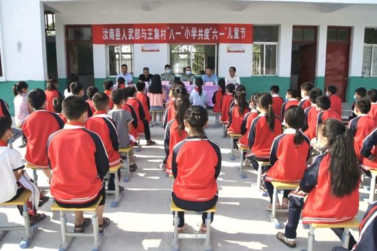 """汝南县人武部与常兴镇王集村""""八一""""小学共度""""六一""""儿童节"""