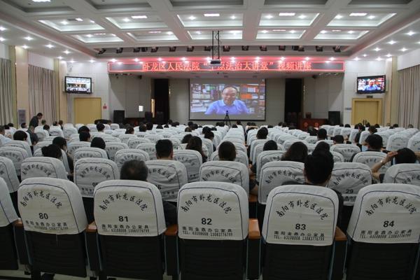 """卧龙区法院组织收看""""中原法治大讲堂""""视频讲座"""
