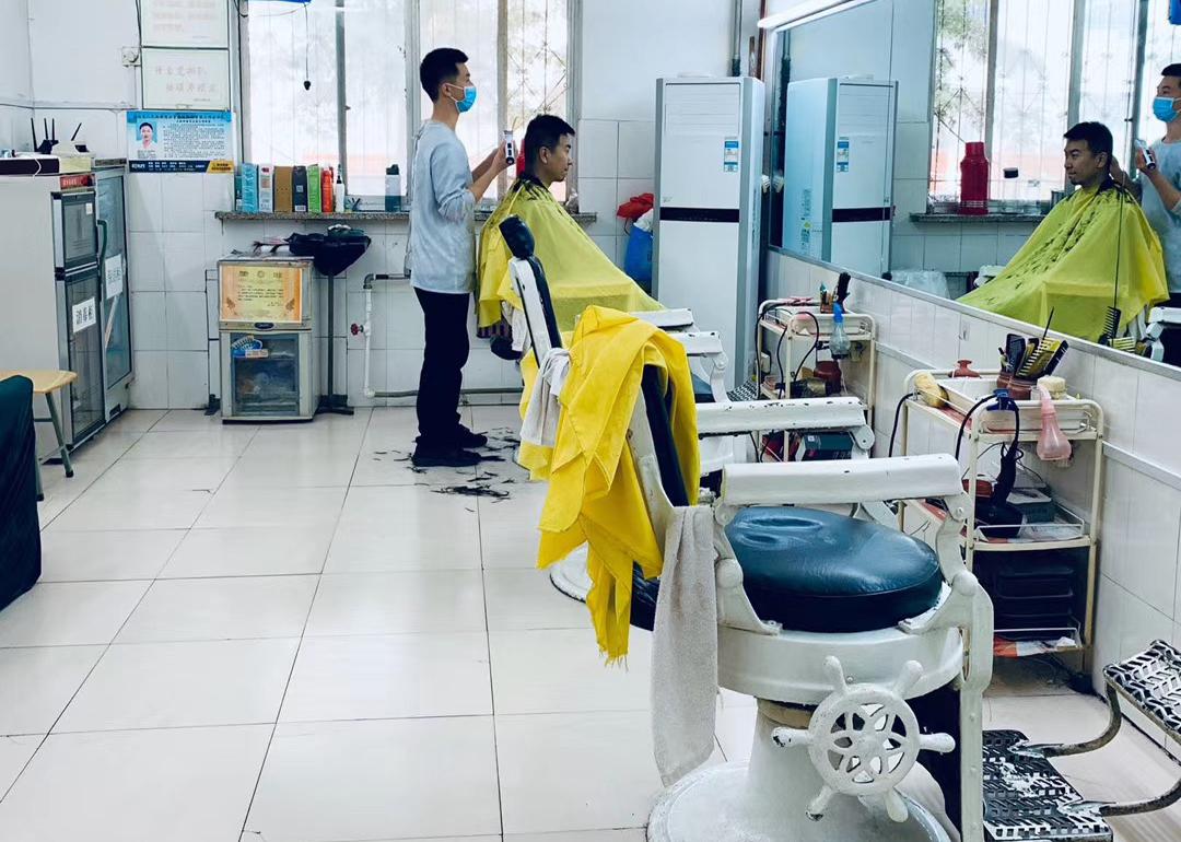 【郑州故事】黄委会理发店开店60余年,很多设备都是老古董!